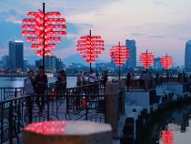 Mua vé máy bay đến Đà Nẵng giá rẻ tham quan một số điểm miễn phí.