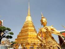 Thăm quan chùa Phật Ngọc khi đặt vé máy bay đi Thái Lan
