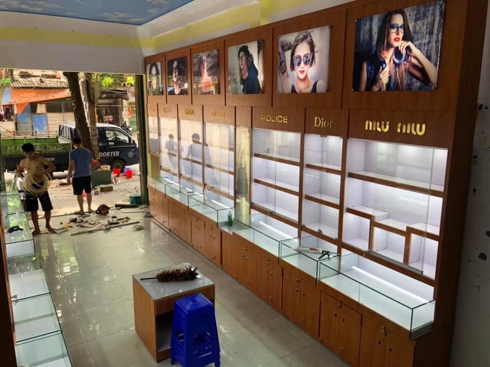 Thi công cửa hàng mắt kính
